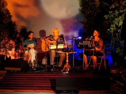 Muzyka pod księżycem – piosenka turystyczna